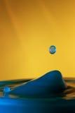 Goccia di caduta dell'acqua Fotografie Stock
