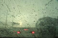 Goccia di pioggia allo schermo di vento Fotografie Stock Libere da Diritti