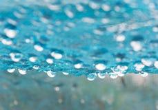 Goccia di pioggia su rete blu Fotografia Stock