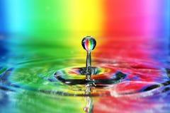 Goccia variopinta dell'acqua fotografie stock libere da diritti
