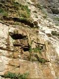 Gocciolamenti dell'acqua dal fianco di una montagna Fotografie Stock Libere da Diritti