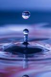 Gocciolina di acqua sferica Immagini Stock