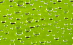 goccioline di acqua colorate sulla superficie Fotografia Stock