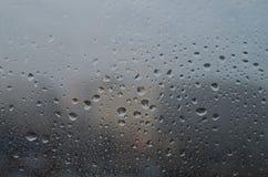 Goccioline di acqua su vetro Immagini Stock