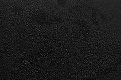 Goccioline di acqua sul nero immagini stock libere da diritti