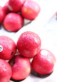 Goccioline sulle mele fresche Fotografia Stock