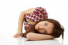 Goce alegre hermoso de la muchacha adolescente en blanco Foto de archivo libre de regalías