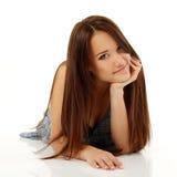 Goce alegre hermoso de la muchacha del adolescente aislado en blanco Imagen de archivo