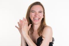 Goce alegre hermoso de risa de la muchacha adolescente aislado Foto de archivo libre de regalías
