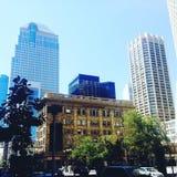 Goce de Calgary céntrica en un día de verano hermoso fotos de archivo