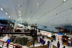 Goce de la nieve en el desierto en Ski Dubai Imagen de archivo libre de regalías