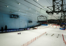 Goce de la nieve en el desierto en Ski Dubai Fotos de archivo libres de regalías