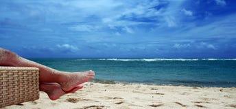 Goce de la playa Fotos de archivo libres de regalías