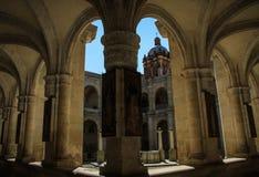 Goce de la sombra, claustro dentro del monasterio anterior del ¡n, Oaxaca, México de Santo Domingo de Guzmà imagen de archivo
