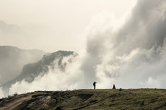 Goce de las nubes de levantamiento Imagen de archivo libre de regalías