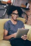 Goce de su nueva tableta Foto de archivo