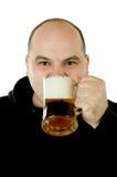 Goce de una cerveza imagenes de archivo