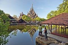 Goce del santuario de la verdad y del parque en Pattaya Imagen de archivo