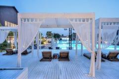 Gocek,土耳其2017年7月-11 -在日落的豪华旅馆Rixos优质Gocek游泳池 免版税库存图片