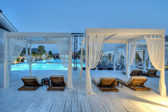 Gocek,土耳其2017年7月-11 -在日落的豪华旅馆Rixos优质Gocek游泳池 免版税库存照片