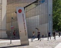 Goście przy Żydowskim muzeum Fotografia Royalty Free