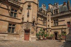 Gocka fasada Cluny muzeum z bogatą kolekcją średniowieczni sztuka artefakty w Paryż, fotografia stock