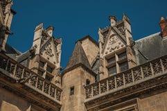Gocka fasadowa dekoracja na Cluny muzeum z bogatą średniowieczną kolekcją sztuki w Paryż, Zdjęcia Stock