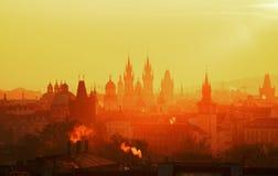 Gocki kościół Nasz dama przed Tyn podczas zadziwiającego wschodu słońca Praga, republika czech Fotografia Stock