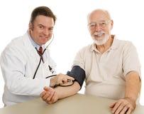 god medicinsk pensionär för checkup Arkivbild