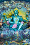 God van mythologiebeeldhouwwerk op ingang Stock Foto's