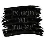 In god vertrouwen wij op slogan in retro stijl trekkend wit krijt op zwarte raad of Amerikaanse vlag Stock Foto