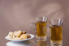 Goda dei biscotti con la cottura a vapore del tè caldo 2 Fotografia Stock Libera da Diritti