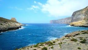 Goda della località di soggiorno di Xlendi, Gozo, Malta stock footage