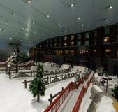 Goda della neve nel deserto a Ski Dubai Immagine Stock Libera da Diritti