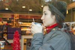Goda di un caffè Fotografia Stock