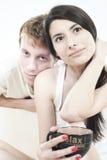 goda lyckliga ögonblick för par som delar tonår Arkivfoto