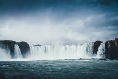 Godafoss瀑布在有多云天空的冰岛 免版税库存照片