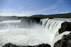 Godafoss瀑布在美好的阳光,冰岛下 库存图片