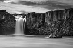Godafoss dans noir et blanc Photographie stock libre de droits