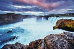 Godafoss vattenfall på solnedgången fantastisk liggande Royaltyfri Bild