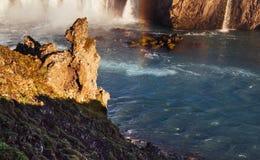 Godafoss vattenfall på solnedgången fantastisk liggande härlig oklarhetscumulus Royaltyfria Foton
