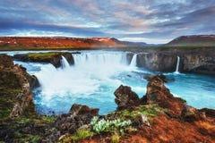 Godafoss vattenfall på solnedgången fantastisk liggande Härligt med Royaltyfria Bilder