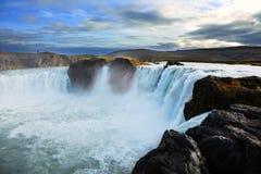 Godafoss-Wasserfall bei Sonnenuntergang in Island Stockfotografie
