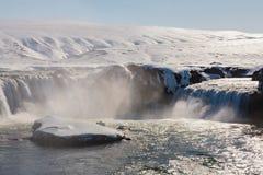 Godafoss-Wasserfall mit klarem Hintergrund des blauen Himmels Lizenzfreie Stockfotografie