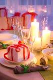 Godavi la regolazione della tavola di Natale con la decorazione verde e bianca Fotografie Stock Libere da Diritti