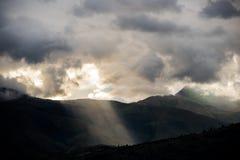 Godbeam en las colinas Fotos de archivo libres de regalías