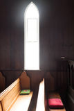 Goddelijk licht in een kerk Stock Afbeeldingen