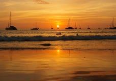 Godere di ultimi minuti del tramonto fotografie stock