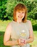 Godere di un vetro di vino Fotografie Stock