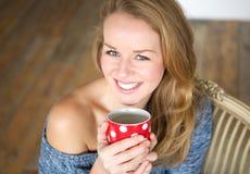 Godere di una tazza di caffè Fotografie Stock Libere da Diritti